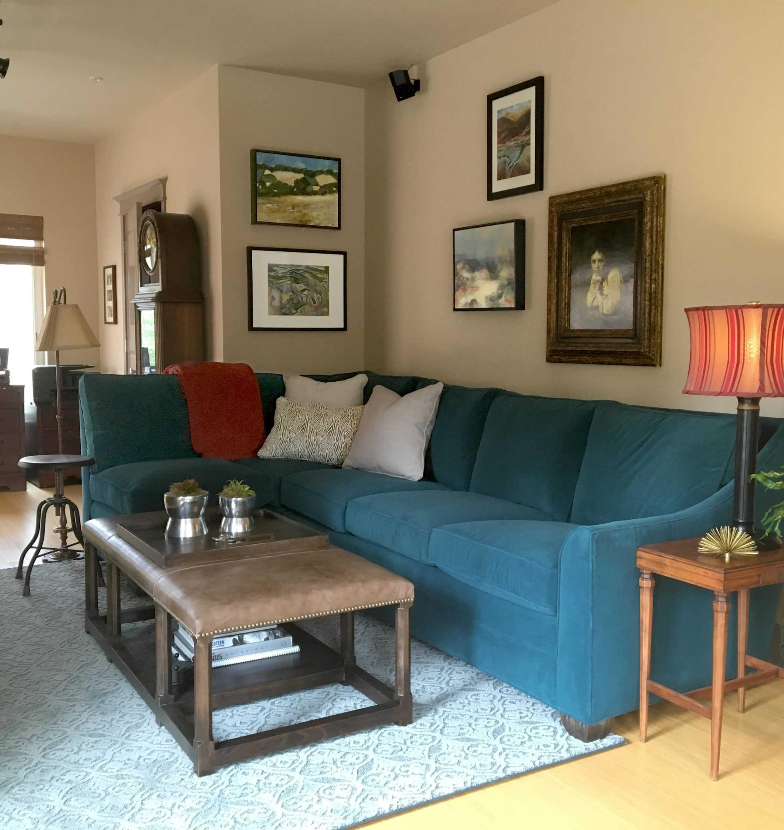 Living Room Design With Blue Velvet Couch