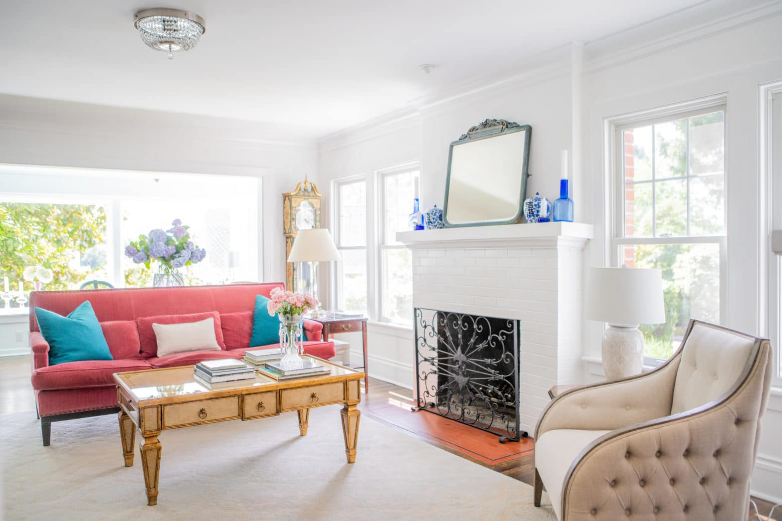 white paint living room with pink sofa